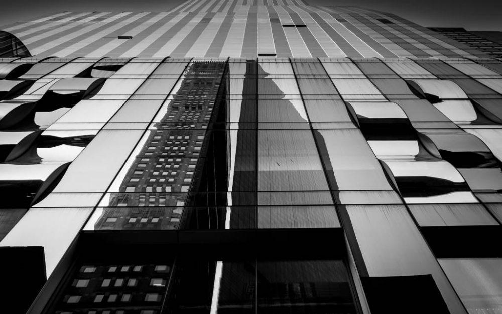 glass fronted new york skyscraper